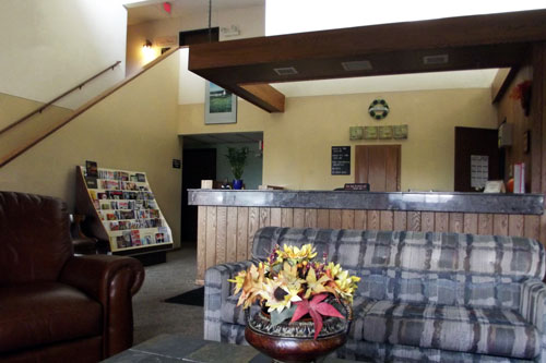 The Front Desk Of Shamrock Inn Hotel In Hutchinson Mn 55350